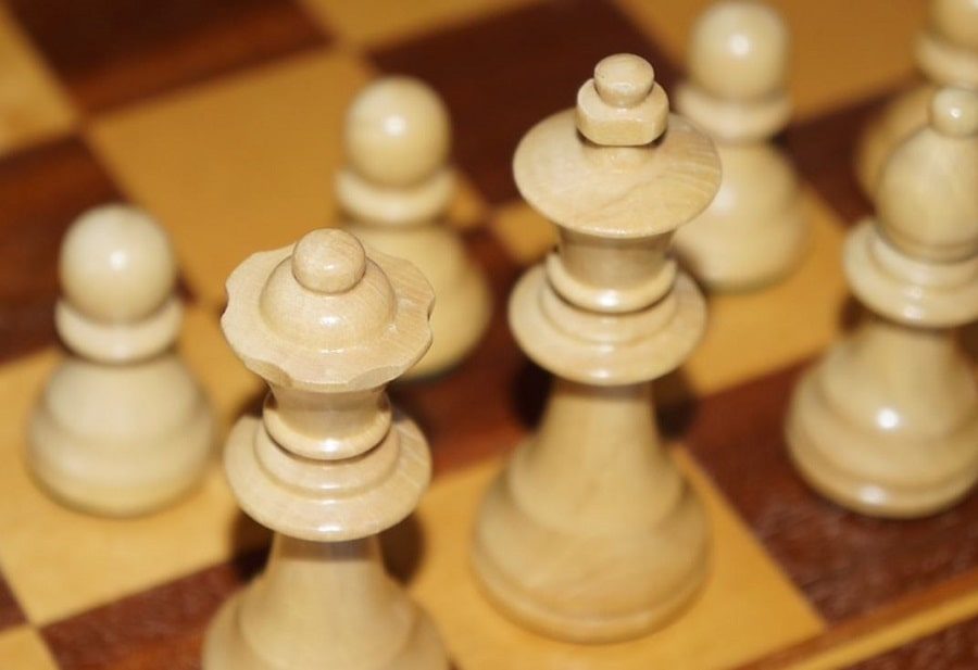 Make Wooden Chess Pieces With & Without A Lathe